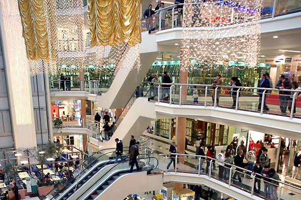 Confesercenti Lombardia commenta la chiusura dei centri commerciali