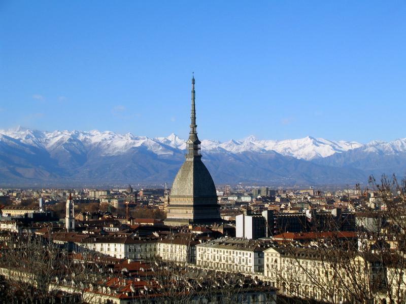 """Confesercenti Torino: """"Sul canone di occupazione del suolo pubblico il Comune intervenga nei confronti di APCOA"""""""