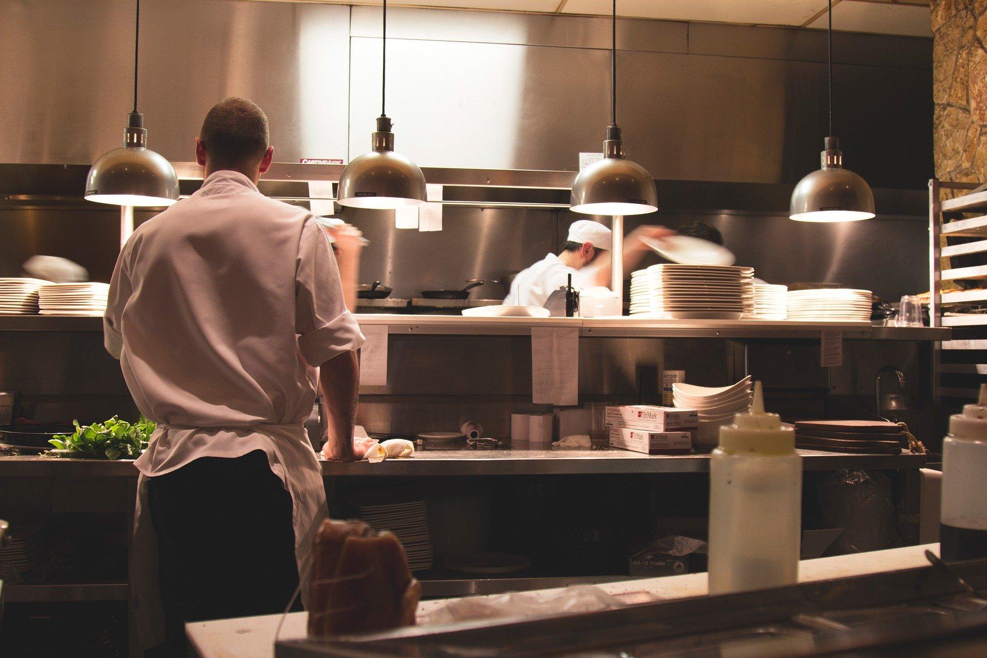 Riaperture: Fiepet, Allentamento restrizioni per meno della metà dei ristoranti