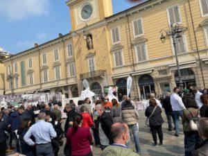 Confesercenti E.R., Fiepet in piazza a Parma: le restrizioni del nuovo decreto mantengono la chiusura per più della metà dei locali dell'Emilia Romagna