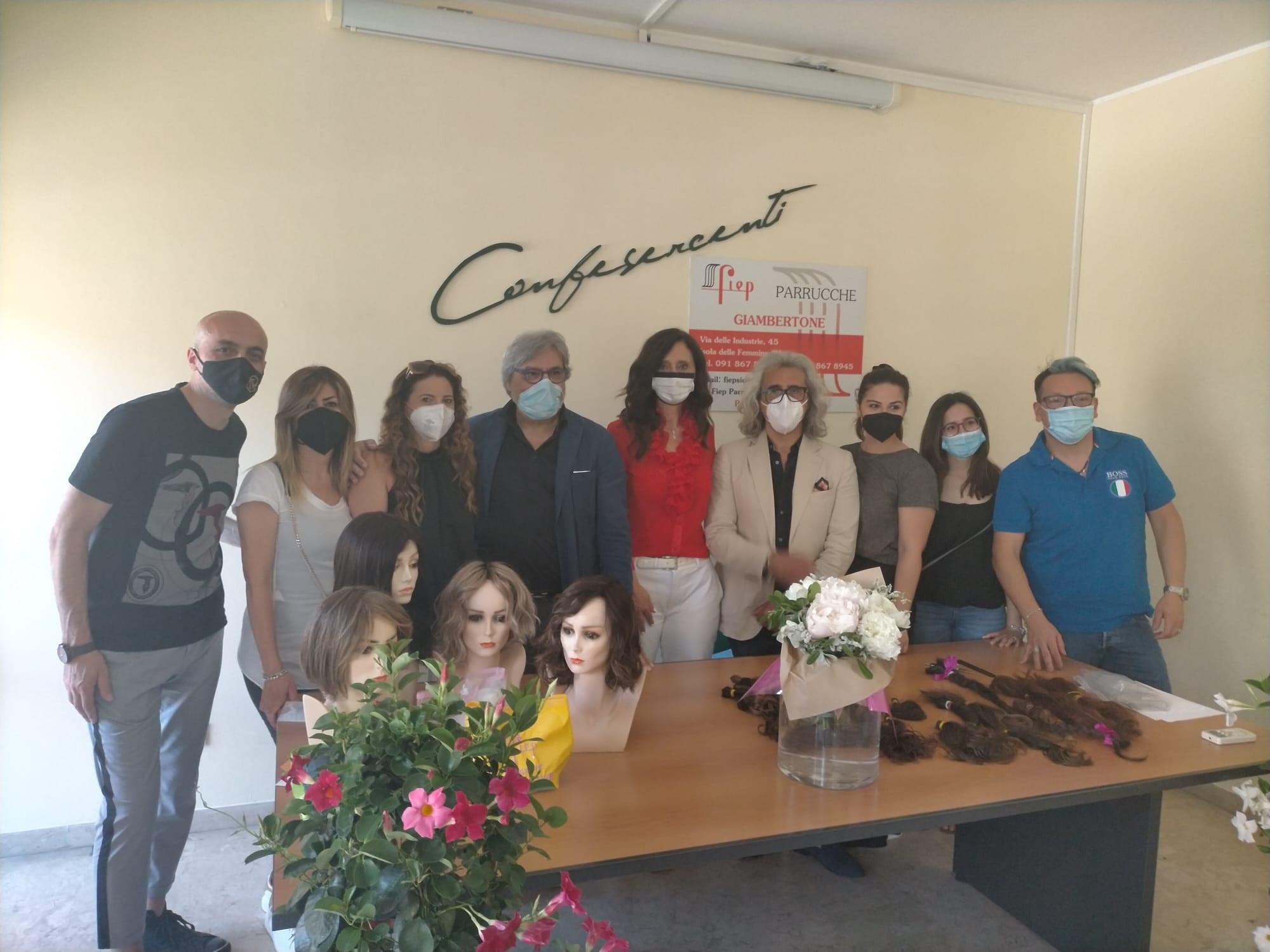 """Capelli veri per donare parrucche a pazienti oncologiche. Oggi a Confesercenti Sicilia la consegna delle ciocche. L'appello alla Regione: """"Sostenga il servizio per implementarlo"""""""